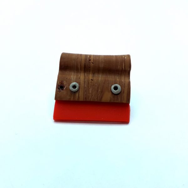 Brooch-squeegee-red-02